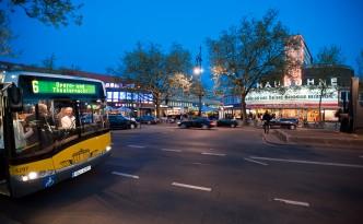 Shuttlebus vor der Schaubühne