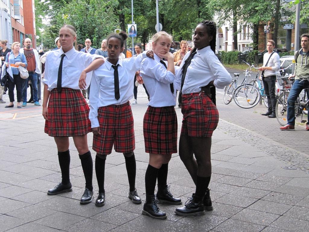 Ein guter Auftakt für ein Festival, das die Grenzen unseres Denkens sprengt. JUCK-Tanz-im-August-copyright-Kulturschoxx-Susanne-Gietl